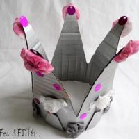 Une couronne  argentée de princesse.